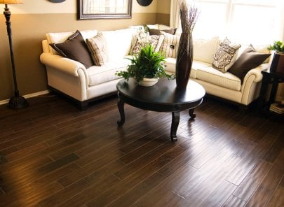 What is the difference between laminate flooring and vinyl?