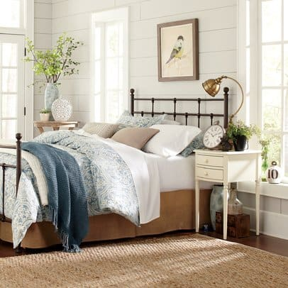 shiplap in bedrooms for farmhouse decor