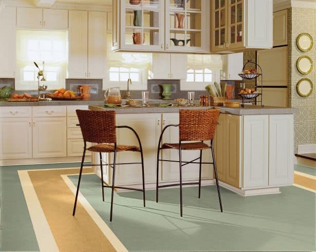 What\'s the difference between linoleum and vinyl flooring?