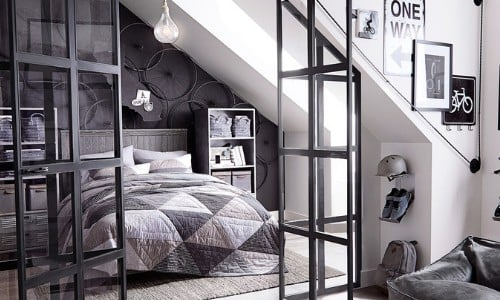 bedroom wth Tricorn Black accent wall