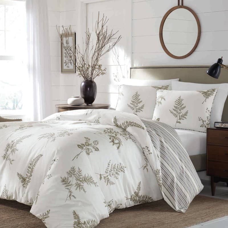 farmhouse decor - bedrooms with shiplap